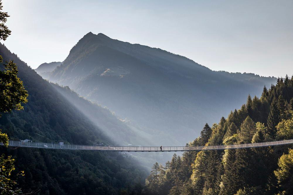 In Valtellina si inaugura il ponte tibetano più alto d'Europa