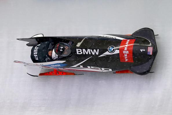 Steven Holcomb risorge a Lake Placid e torna al successo dopo quasi due anni. Commovente podio coreano.