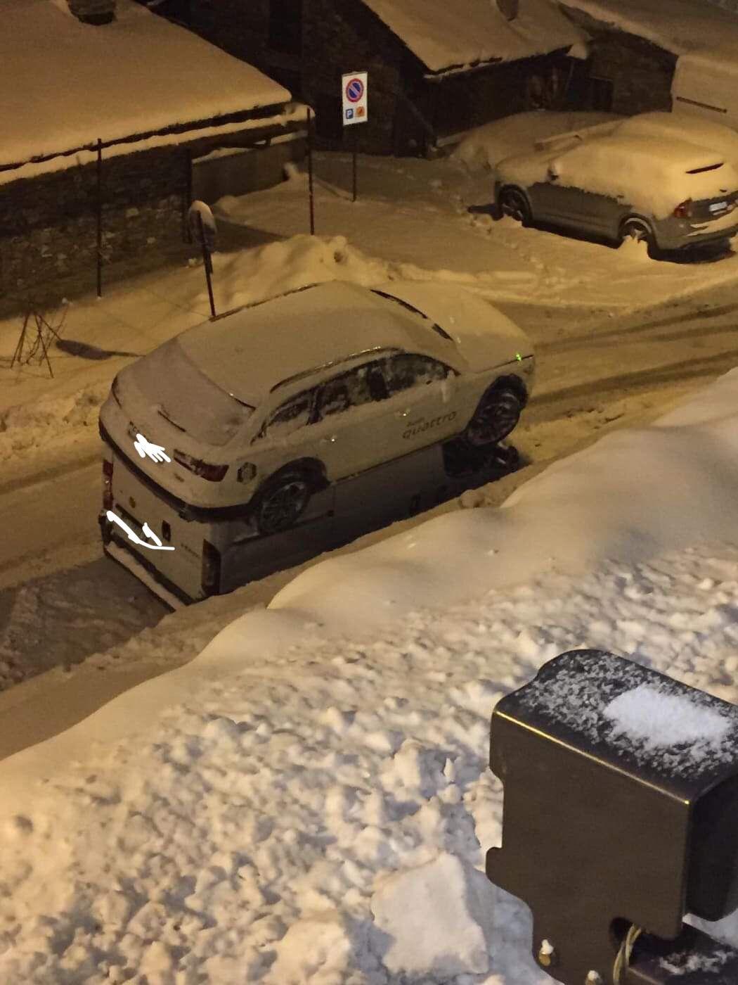Che paura per Sofia Goggia: incidente stradale al Sestriere, l'olimpionica finisce sopra un furgome ma per fortuna è illesa