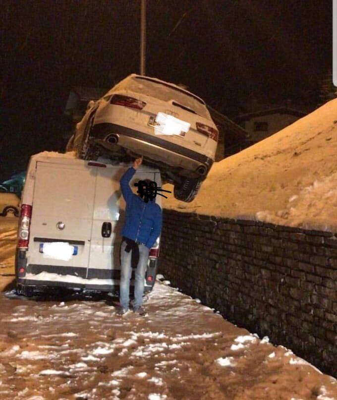 Che paura per Sofia Goggia: incidente stradale al Sestriere, l'olimpionica finisce sopra un furgone ma per fortuna è illesa