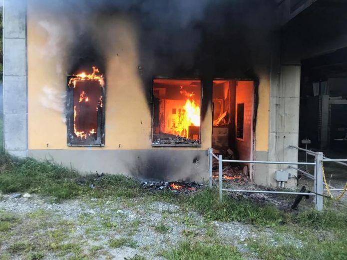 Un incendio distrugge la seggiova di Ala di Stura