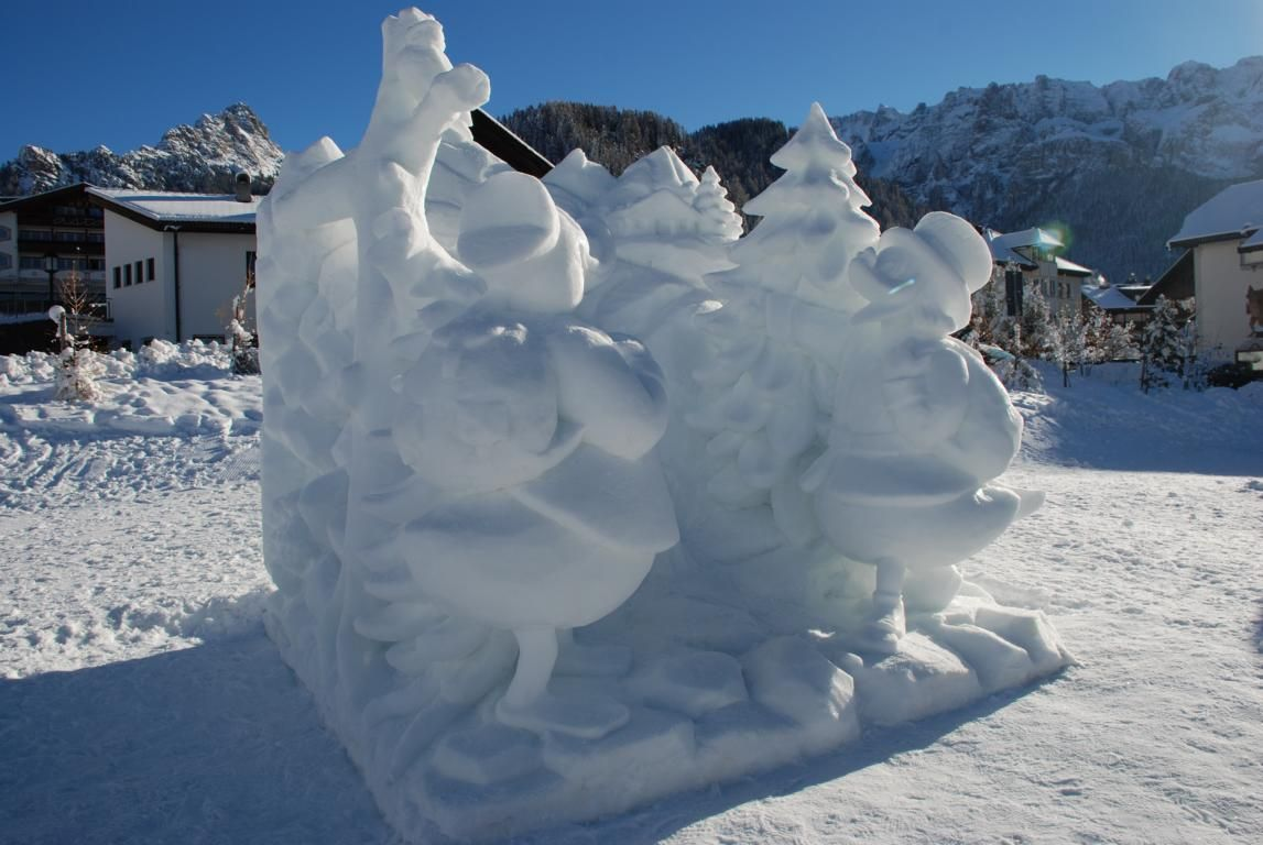 Meravigliose creazioni di neve possono essere ammirate a Selva nei mesi di dicembre e gennaio.  www.valgardena.it