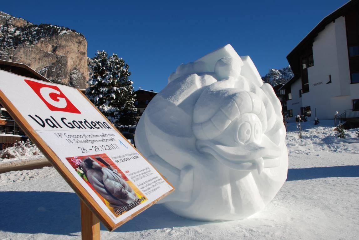 Concorso di sculture in neve  Meravigliose creazioni di neve possono essere ammirate a Selva nei mesi di dicembre e gennaio.  www.valgardena.it