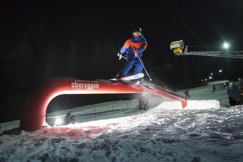 Freestyle in notturna a Obereggen Nightpark