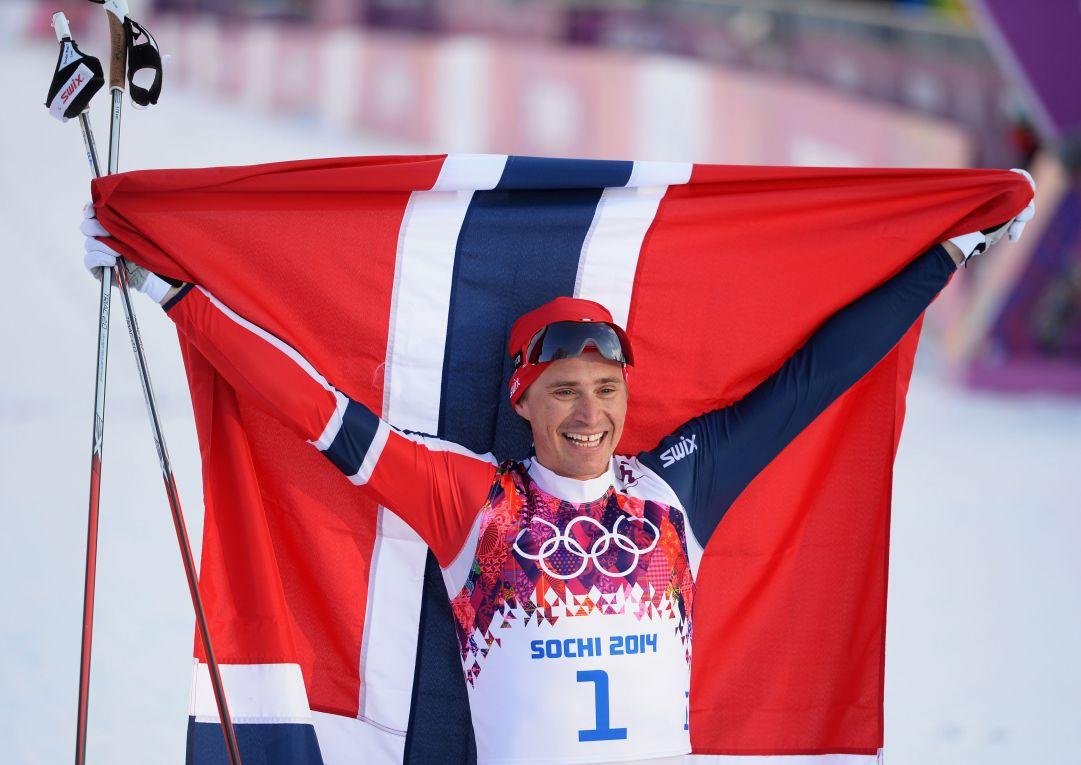 Dominio di Ola Vigen Hattestad nella rocambolesca finale olimpica della sprint maschile