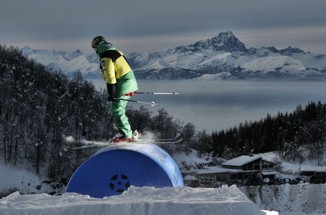 Foto scattata nello Snowpark di Prato Nevoso al Tramonto. Skier: Andrea Bergamasco Foto: Matteo Ganora Nikon D300s