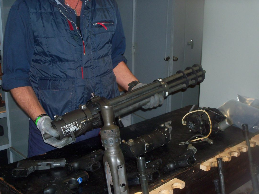 Vi è persino una mitragliatrice a sei canne rotanti generalmente montata sugli elicotteri militari