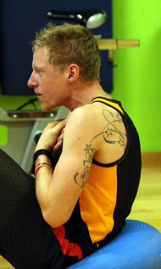 Per Lukas ottima occasione per sfoggiare i suoi tatuaggi...