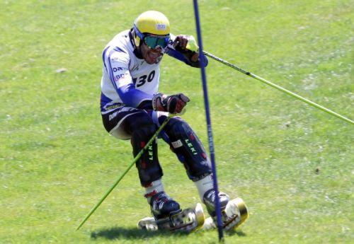 Fausto Cerentin conclude la sua carriera con un oro nel gigante ai Campionati Mondiali di sci d'erba.