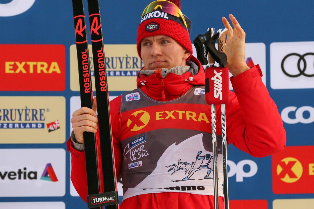 Alexander Bolshunov domina l'inseguimento di Dobbiaco e mette le mani sul Tour de Ski