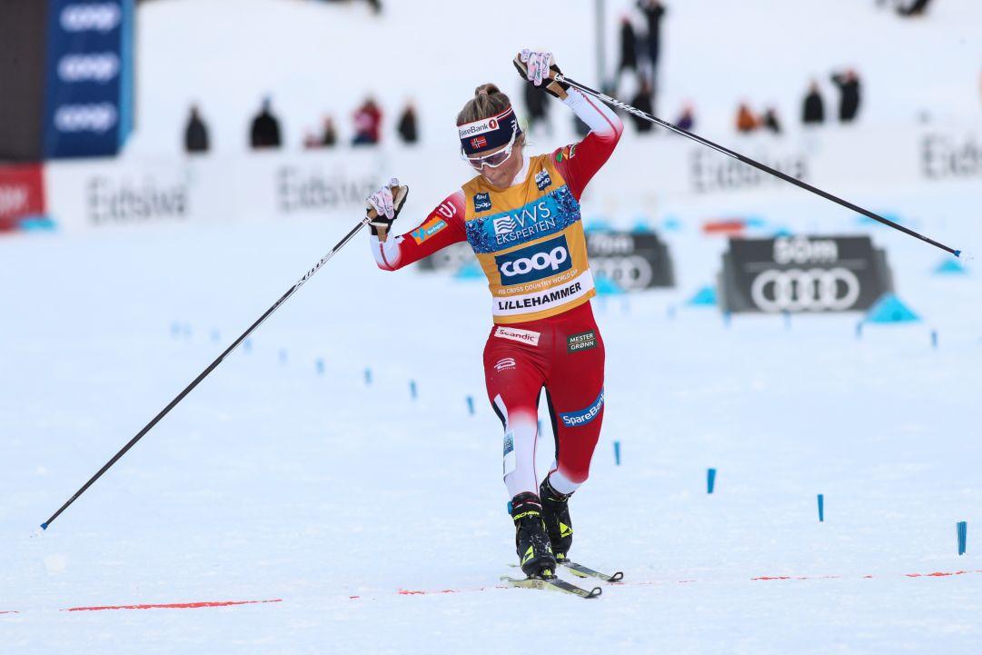 Therese Johaug imbattibile, sua la 10 km a skating di Dobbiaco davanti a Oestberg