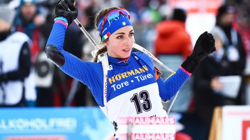 Lisa Vittozzi sale sul podio nella Sprint di Kontiolahti vinta da Domracheva