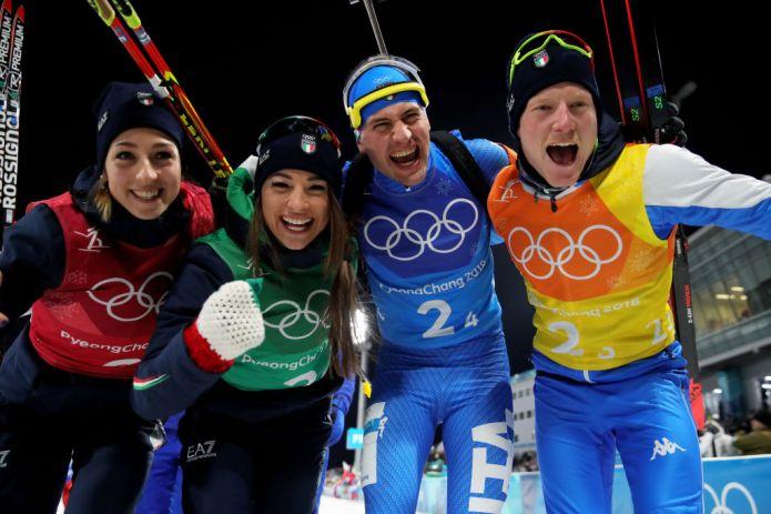 Italia di bronzo nella staffetta mista, oro alla Francia trascinata da Martin Fourcade