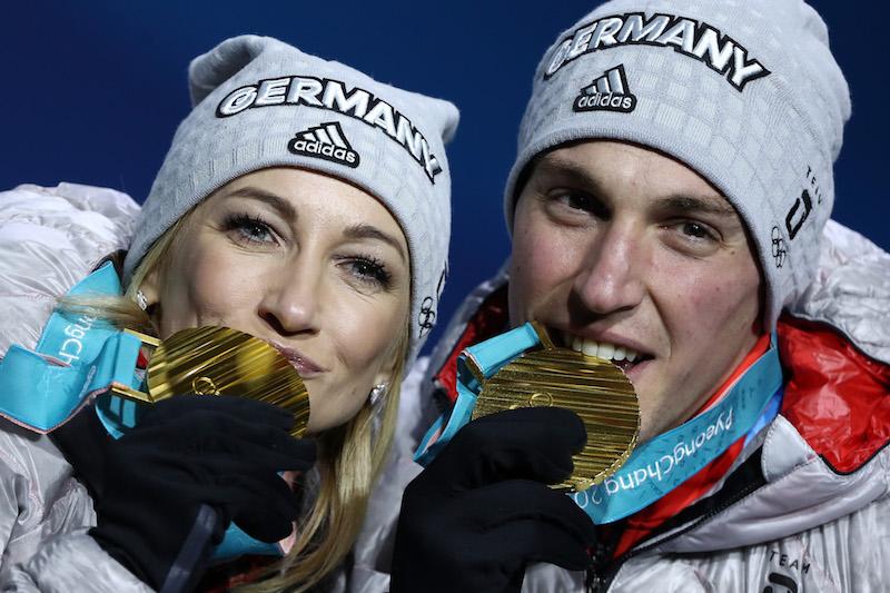Aliona Savchenko sfata il tabù olimpico vincendo l'artistico a coppie con Bruno Massot