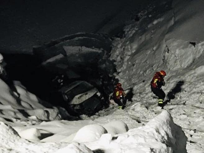 Pulmino della nazionale russa di sci di fondo precipita nel lago di Livigno, fortunatamente sono tutti illesi