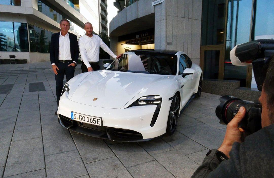 Svindal nuovo ambassador di Porsche, Shiffrin in visita a casa Barilla e Francy Marsaglia sfoggia... Lavazza