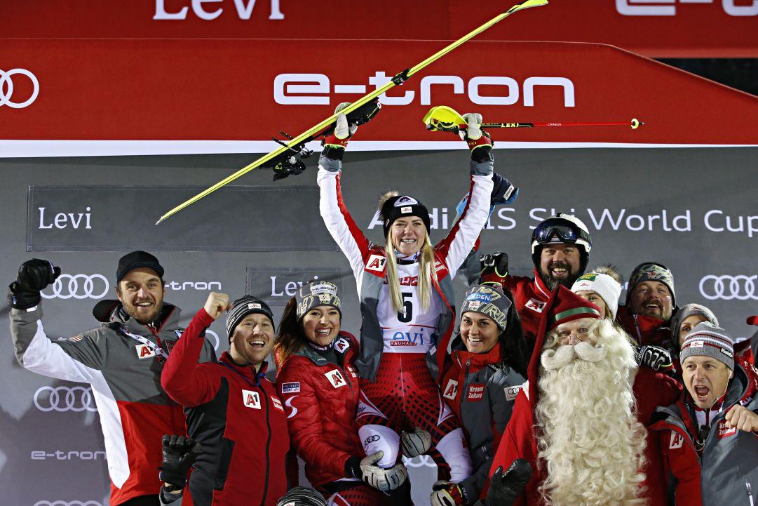 Katharina Truppe e un primo podio per sè e l'Austria: 'Fantastico'. Wendy Holdener, rimonta per un... record
