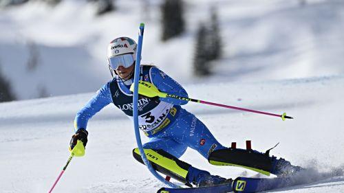 Bassino e Goggia verso lo... slalom: sessione nello skidome di Peer assieme alle specialiste azzurre