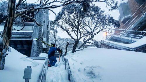 A Mount Hotham anche nebbia e vento dopo la neve: rinviati nuovamente i giganti australiani