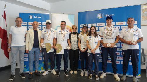Il Trentino celebra i campioni dello sci d'erba: premiati i medagliati mondiali Zamboni, Buio, Iori e Gasperi