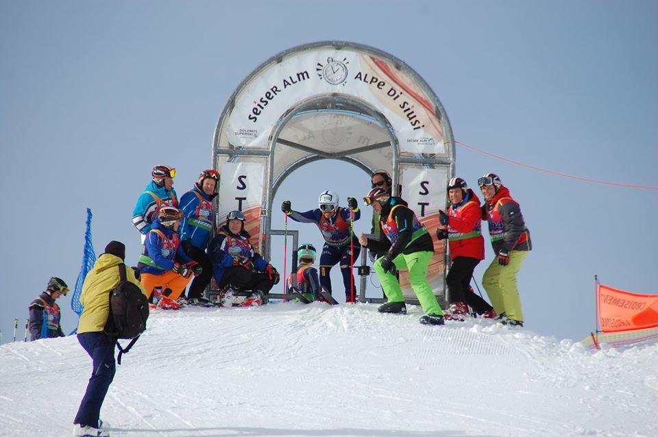 Che festa all'Alpe di Siusi per Peter Fill: un 'gigantone' con tantissimi giovani protagonisti
