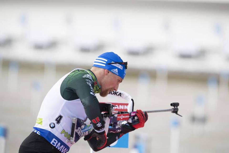 Stop imprevisto per Erik Lesser: il biathleta tedesco cade in bici e si frattura la clavicola destra
