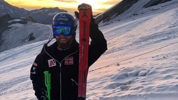 Marco Schwarz è già sugli sci a sei mesi dall'intervento: il ritorno a Saas Fee, riprende l'attività anche Kristoffersen