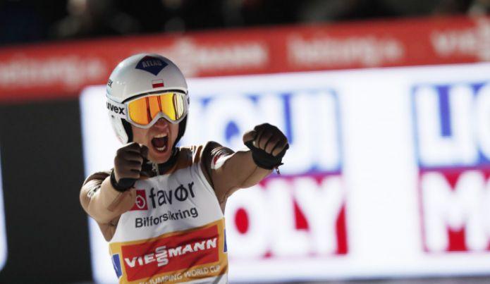 E' doppietta polacca a Zakopane: Stoch brucia Kubacki di 7 decimi, Yukiya Sato porta ancora il Giappone sul podio