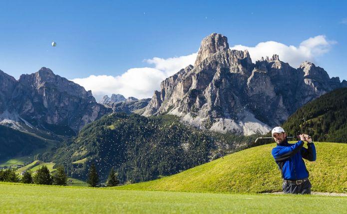 La Gran Risa si trasforma in una buca da... golf: sabato speciale in Alta Badia con tanti campioni