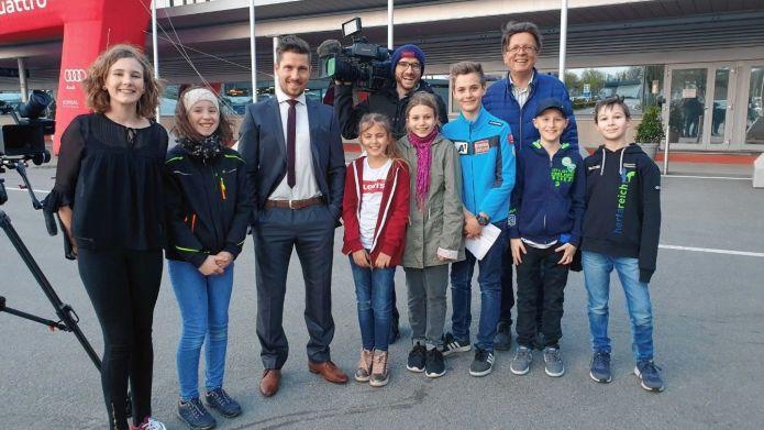 Hirscher intervistato dai bambini della Stiria: 'In gara solo se in grado di vincere, ma i giovani emergono...'