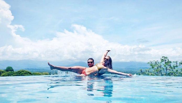 Mikaela Shiffrin e le vacanze in Costa Rica con il suo Mathieu Faivre, ma è già tempo di tornare ad allenarsi