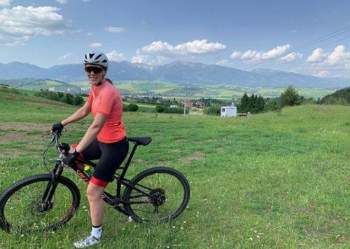 Petra Vhlova si allena tra bici e palestra nella sua Slovacchia e festeggia 24 anni