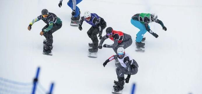 Gli azzurri della tavola salgono allo Stelvio: sul ghiacciaio la squadra di parallelo e di snowboardcross