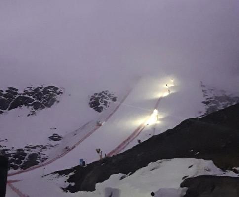 Nebbia a Soelden e niente sciata in pista per le atlete, ma c'è fiducia per sabato su un Rettenbach tostissimo